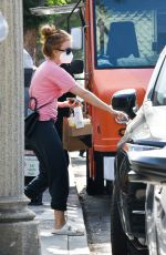 Isla Fisher Grabs coffee at Alfred Coffee in in Los Angeles