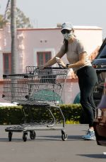 Jennifer Garner Goes grocery shopping for her family in Pacific Palisades