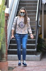 Jennifer Garner Heads out from an office building after a meeting in Brentwood