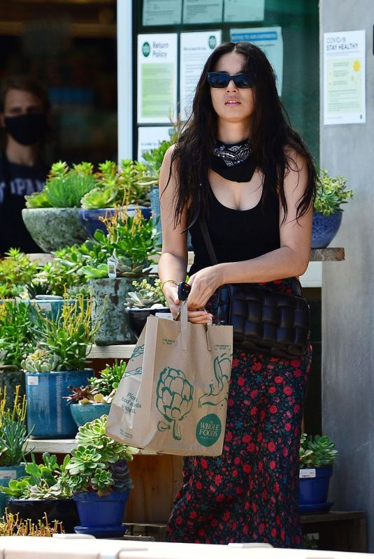 Jessica Gomes Out shopping in Malibu