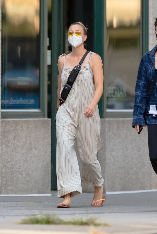 Kaley & Briana Cuoco Head out for a stroll in New York