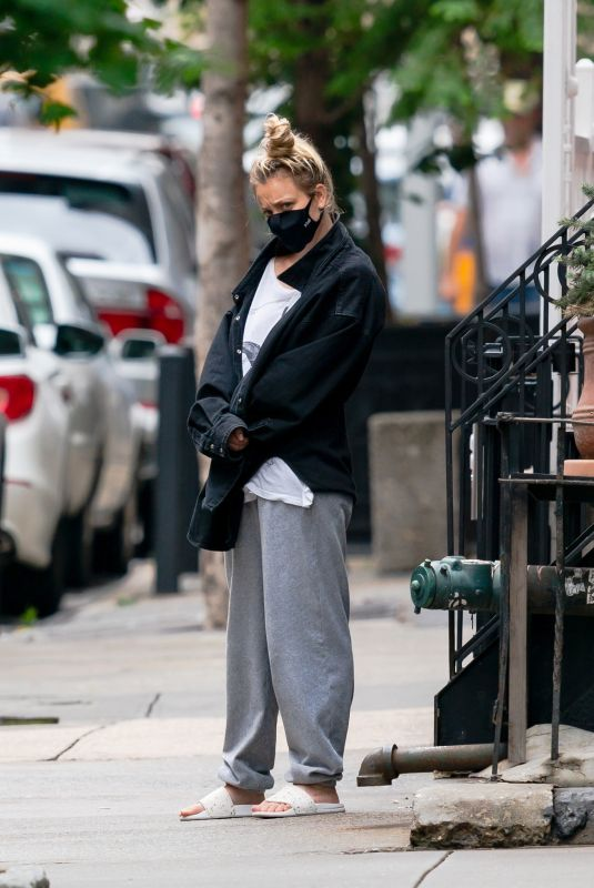 Kaley Cuoco Takes her dog for a walk while shopping in NYC