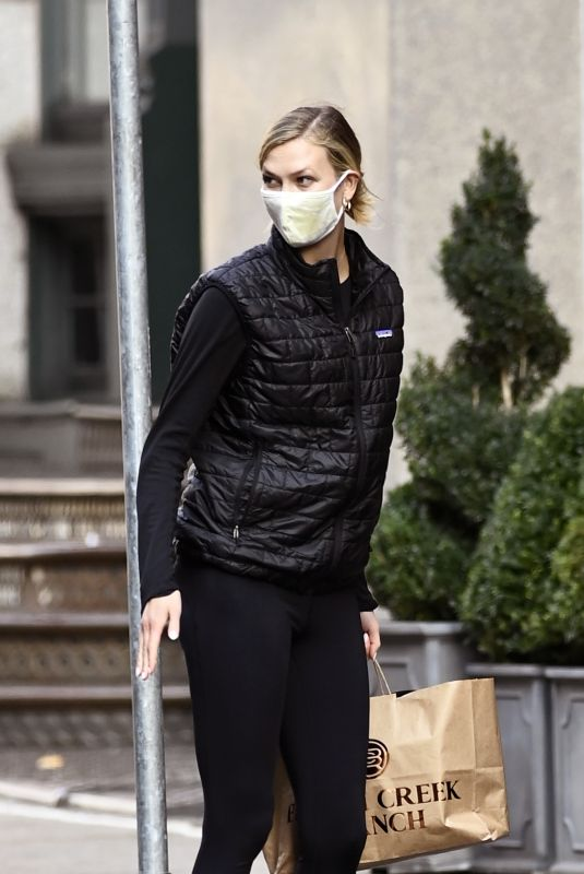 Karlie Kloss Seen arriving home in New York