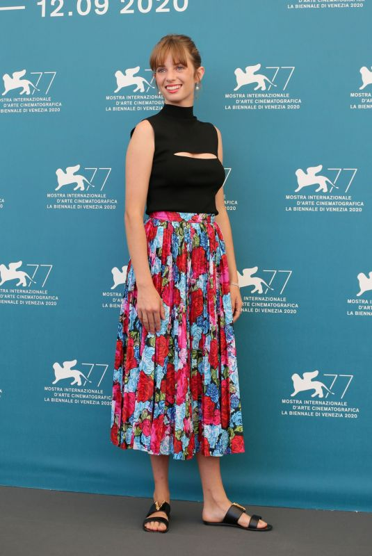 Maya Hawke At Photocall for the film Mainstream at the 77th Venice Film Festival