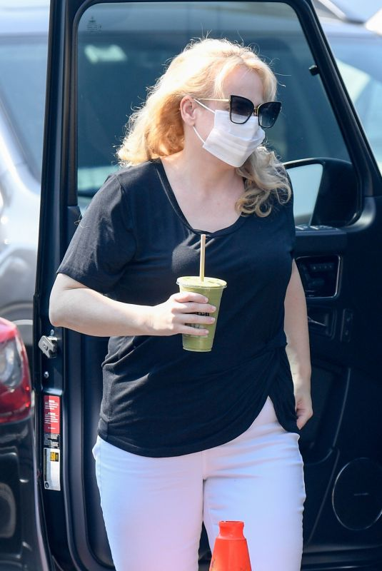 Rebel Wilson Visits an office building carrying a green smoothie in Los Angeles