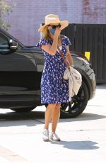 Reese Witherspoon Arrives at a skincare spa in Brentwood