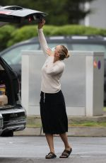 Scarlett Johansson Wraps up a trip to the grocery store for her family on a rainy day in The Hamptons