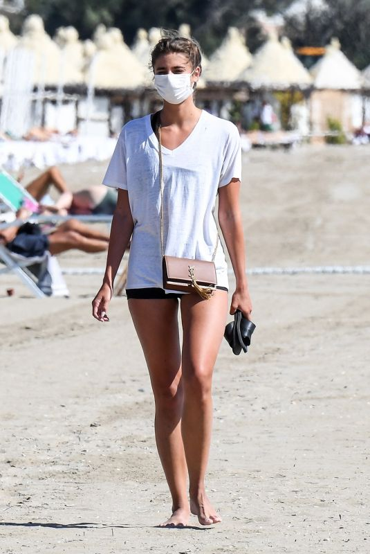 Taylor Hill At the beach in Venice, Italy
