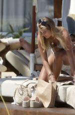 Arabella Chi Shows off her alluring physique in Ibiza
