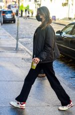 Bella Hadid Arriving home in NYC