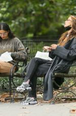 Bella Hadid Has lunch in Washington Square Park in New York