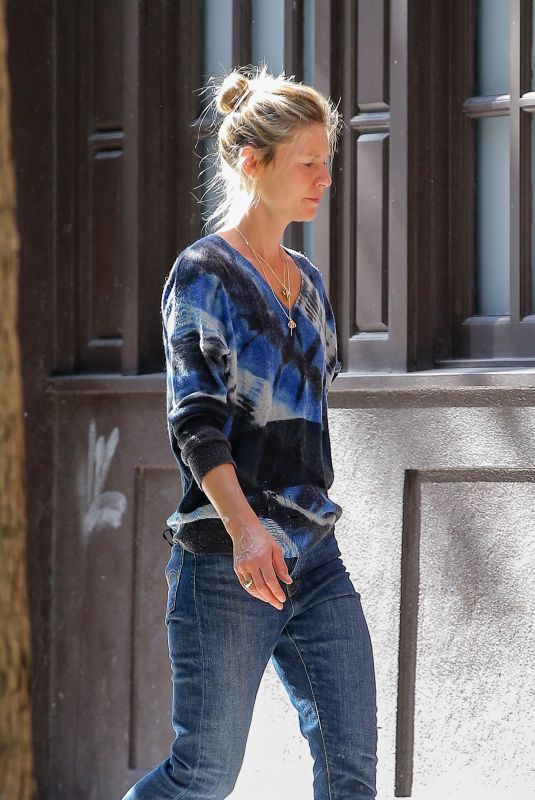 Claire Danes Goes shopping with her son Cyrus in New York