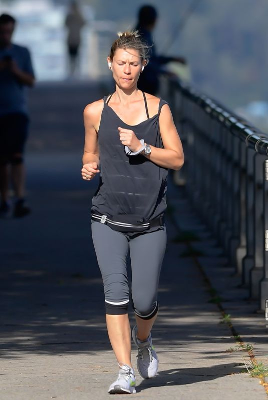 Claire Danes Out for a run in NY