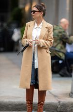Emily Ratajkowski Shows off her bare pregnant belly when out in downtown Manhattan