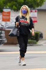 Holly Madison Stops by her local market