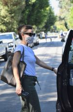 Jennifer Garner Checks the progression of her new home being built in Brentwood