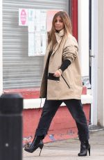 Jennifer Lawrence Steps out displaying her funky fashion style to meet friends for lunch in New York