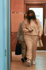 Jennifer Lopez Keeps a low profile as she leaves a dentist