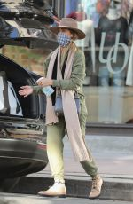 Jessica Alba Goes on a shopping spree at Urban Outfitters in Los Angeles
