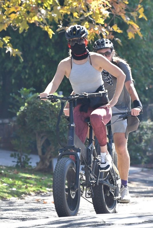Kate Hudson Out bicycle riding in Brentwood