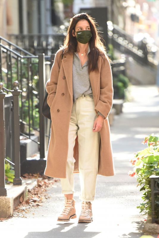 Katie Holmes Out for a walk in NYC