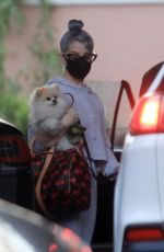 Kelly Osbourne Takes her two dogs to the Beverly Hills Hotel