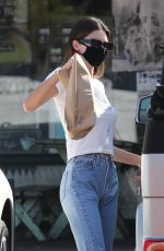 Kendall Jenner Picks up food and a fresh juice drink for lunch in Malibu