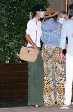 Laeticia Hallyday Grabs dinner with a group of friends in Malibu