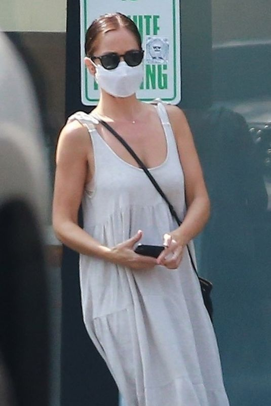 Minka Kelly Leaving the house of a friend in Los Angeles