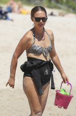 Natalie Portman Blended in to the Byron Bay scene while she enjoyed a beach visit