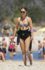 Natalie Portman Enjoy at the beach in Byron Bay