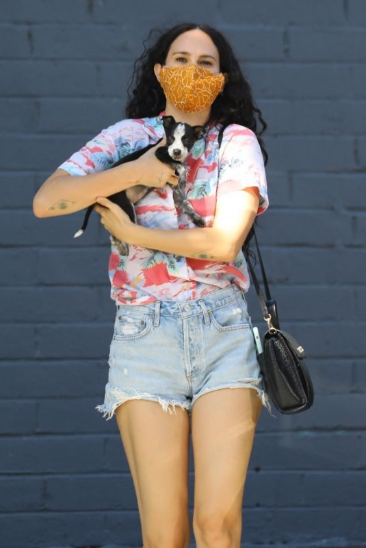 Rumer Willis Visits Healthy Spot pet shop with her adorable new puppy