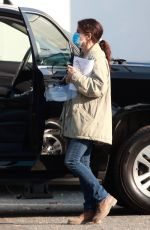 Sandra Bullock Wears a mask and a face shield while arriving to her latest film set in Vancouver