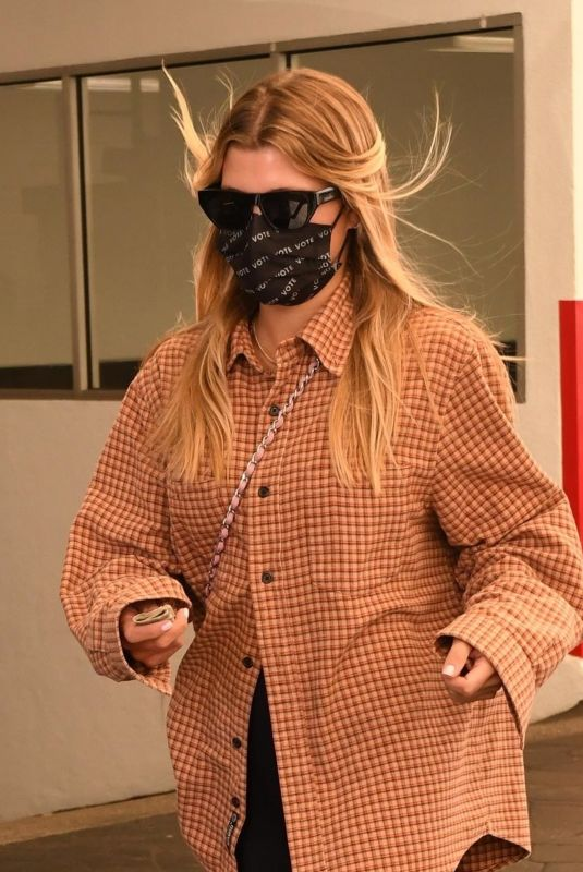 Sofia Richie Has lunch with Fai Khadra and a few friends in Beverly Hills