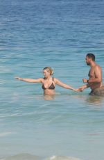 Corinne Olympios Hits the beach in Mexico