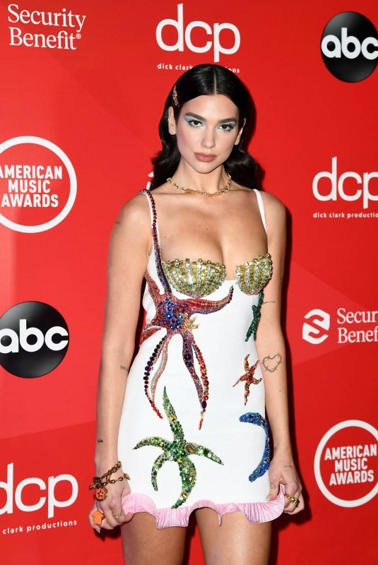 Dua Lipa Arrives at the American Music Awards in Los Angeles