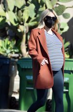 Emma Roberts Running some last minute Thanksgiving errands in Los Angeles