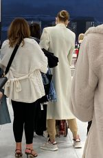 Gigi Hadid Shopping at the ZARA store with her mom in King Of Prussia