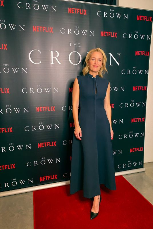 "Gillian anderson At virtual premiere from his kitchen for ""the crown"" season 4"
