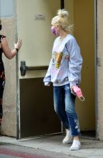 Gwen Stefani Shops for jewelry at XIV Karats in Beverly Hills