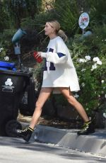 Hailey Baldwin Leaving Pastor Carl Lentz home one day after Selena Gomez has a mental breakdown in Los Angeles