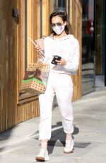 Jessica Alba Picks up some food and a juice to go