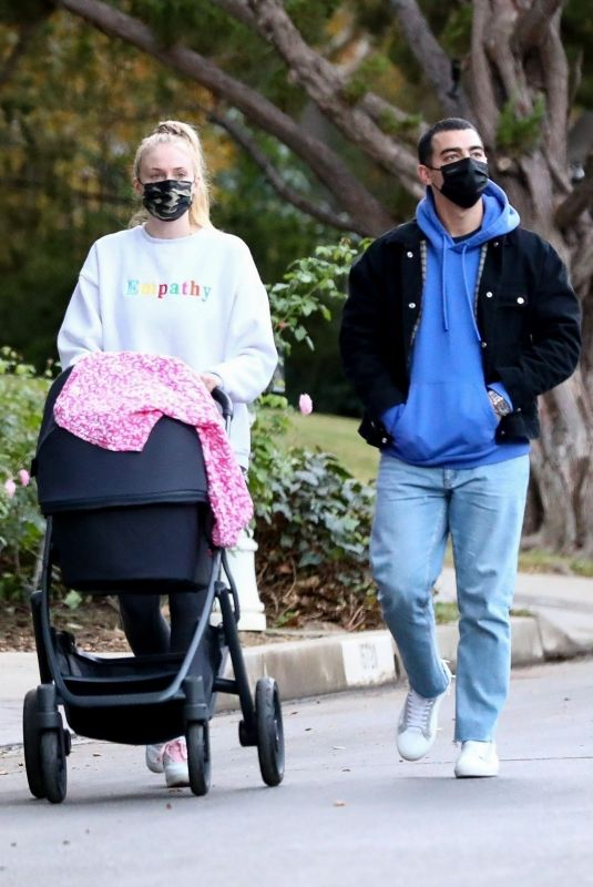 Joe Jonas and Sophie Turner take daughter Willa for an afternoon walk