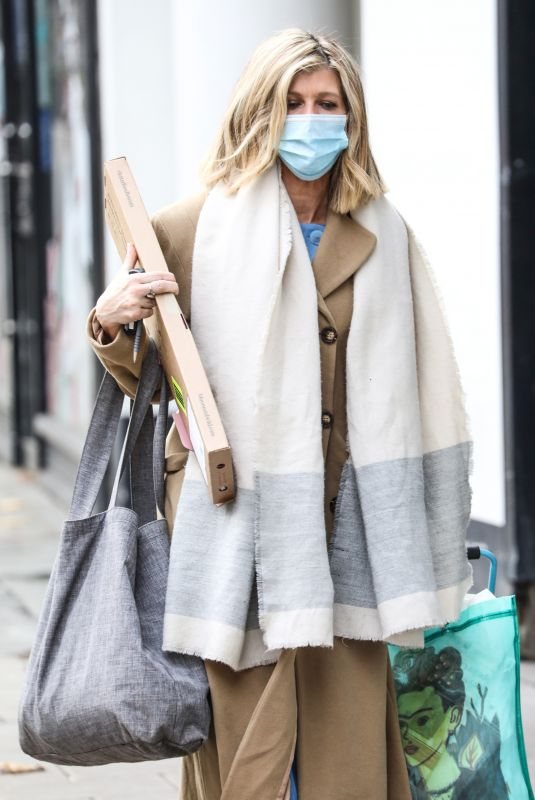 Kate Garraway Arrives at the Global Radio Studios in London wearing a facemask