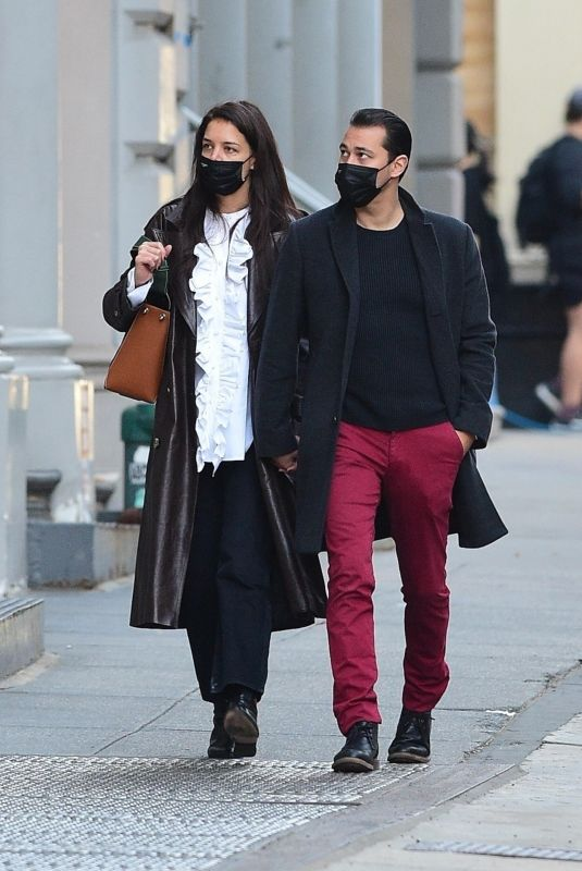 Katie Holmes Shopping at a paint store in New York