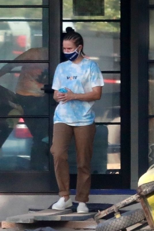 Kristen Bell Check in on the new house wearing a Vote T-Shirt in Los Feliz