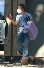 Kristen Bell Moving some items to her new house
