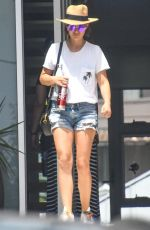 Natalie Portman Keeps it casual as she heads out in Sydney