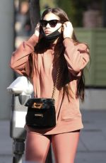 Sara Sampaio Puts her mask on before heading into the gym