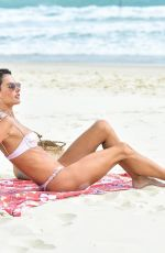 Alessandra Ambrosio Takes advantage of a sunny day to show off her sexy body Florianopolis